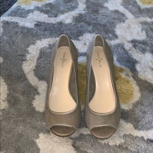 Cole Hahn creamy taupe leather wedges